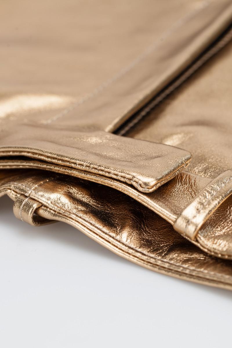 ШортыКожаные шорты&#13;<br>&#13;<br>&#13;<br>завышенная талия&#13;<br>&#13;<br>вместительные карманы в боковых швах&#13;<br>&#13;<br>застегиваются на молнию и кнопку&#13;<br>&#13;<br>кожа с эффектом золота<br><br>Цвет: Золото , Серебро<br>Размер: M, XS, S