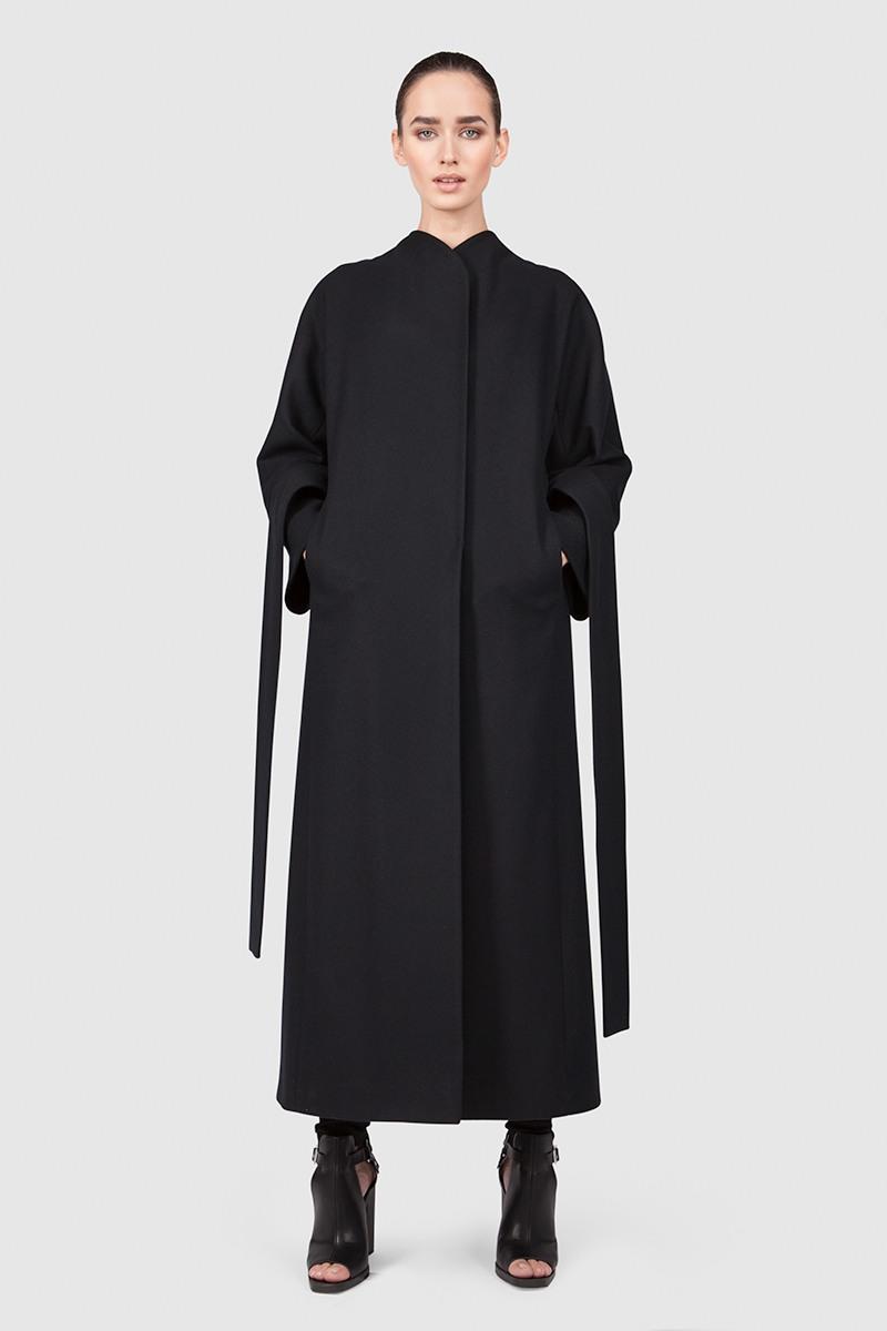 Пальто - ПЕКИН (6.0)Пальто<br>Эффектное пальто-кимоно с цельнокроеным рукавом &#13;<br>&#13;<br>Пальто прилегающего силуэта BEIJING (Пекин), слегка разширенное внизу, макси-длина, цвет черничный. Однобортный запах с застежкой на пришивные кнопки и закрепленным широким завязывающим поясом. Цельнокроеные рукава с широкой ластовицей. Карманы прорезные в рельефах, спинка со шлицей. Конструкция без подплечников. Данная модель не утепляется, является демисезонной. Подходит для всех типов фигур: А, Т, О-образных.&#13;<br>&#13;<br>&#13;<br>&#13;<br>рекомендуемая сезонность: демисезон, осень&#13;<br>&#13;<br>&#13;<br>&#13;<br>кнопки вместо пуговиц, благодаря им у вас всегда имеется возможность корректировки этой модели пальто под себя&#13;<br>&#13;<br>&#13;<br>&#13;<br>внутренний карман для телефона&#13;<br>&#13;<br>&#13;<br>&#13;<br>модель имеет три ростовки, длина изделия по спинке: 128 см (при росте 158-164), 132 см (при росте 164-170), 136 см (при росте 170-176)&#13;<br>&#13;<br>&#13;<br>&#13;<br>размер и другие нюансы уточняются при заказе, мы с вами связываемся по указанному вами номеру телефона&#13;<br>&#13;<br>&#13;<br>&#13;<br>Если у вас остались вопросы, пишите нам на электронную почту ASYAMALBERSHTEIN@GMAIL.COM или звоните по номеру +7 (812) 649-17-99, мы постараемся ответить на ваши вопросы и помочь определиться вам с выбором или размерной сеткой наших изделий.<br><br>Цвет: Черничный<br>Размер: XS, S, M, L<br>Ростовка: 158 -164, 164 -170, 170 -176