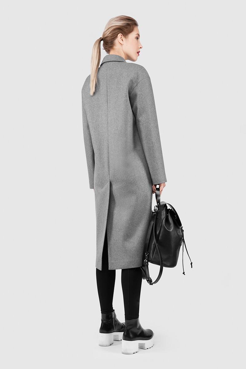 ПальтоПальто<br>Эффектное длинное пальто с шалевым воротником&#13;<br>&#13;<br>Пальто прямого, не приталенного силуэта с шалевым воротником на притачной стойке. Наклонные прорезные карманы с декоративными клапанами. Линия плеча расширена и опущена. Конструкция без подплечиков. Данная модель не утепляется, является демисезонной. Подходит для всех типов фигур - А, Т, О-образных.&#13;<br>&#13;<br>&#13;<br>&#13;<br>рекомендуемая сезонность: весна, осень&#13;<br>&#13;<br>&#13;<br>&#13;<br>внутренний карман для телефона&#13;<br>&#13;<br>&#13;<br>&#13;<br>пришивные кнопки вместо пуговиц&#13;<br>&#13;<br>&#13;<br>&#13;<br>длина размера S при росте 164-170 см: 108 см&#13;<br>&#13;<br>&#13;<br>&#13;<br>модель имеет три ростовки: 158-164 см, 164-170 см и 170-176 см&#13;<br>&#13;<br>&#13;<br>&#13;<br>размер и другие нюансы уточняются при заказе, мы с вами связываемся по указанному вами номеру телефона&#13;<br>&#13;<br>&#13;<br>&#13;<br>Внимание! В наличие только в размере S (42) и ростовке 170-176 см<br><br>Цвет: Верблюжий<br>Размер: XS, M