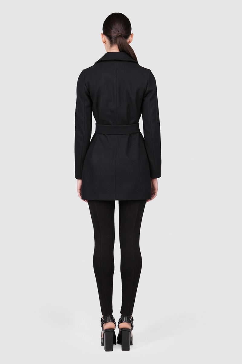 Пальто короткое - ВЕНА (2.3)Пальто<br>Шерстяное пальто приталенного силуэта с английским воротником&#13;<br>&#13;<br>Элегантное классическое пальто VIENNA (Вена), выполненное из шерсти, станет отличной базой для любого городского гардероба. Рекомендуемый тепловой режим: от +15 до -5 градусов.&#13;<br>&#13;<br>&#13;<br>кожаная отелка (только для черного цвета)&#13;<br>&#13;<br>кнопки-магниты вместо пуговиц&#13;<br>&#13;<br>вместительные карманы&#13;<br>&#13;<br>внутренний карман для телефона&#13;<br>&#13;<br>пояс в комплекте: тканный кушак&#13;<br>&#13;<br>длина изделия по спинке в размере S при росте 164-170 - 80 см&#13;<br>&#13;<br>Если у вас остались вопросы, пишите нам на электронную почту ASYAMALBERSHTEIN@GMAIL.COM или звоните по номеру +7 (812) 649-17-99, мы постараемся ответить на ваши вопросы и помочь определиться вам с выбором или размерной сеткой наших изделий.<br><br>Цвет: Черный, Винный, Красный, Кофейно-розовый , Синий<br>Размер: XXS, XS, S, M, L<br>Ростовка: 152 - 158, 158 -164, 164 -170, 170 -176, 176 -182