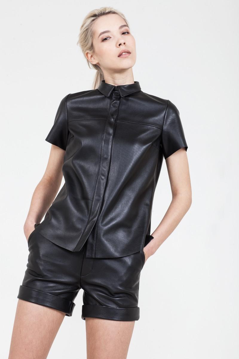 РубашкаРубашка их мягкой кожи с коротким рукавом&#13;<br>&#13;<br>&#13;<br>приталенный силуэт&#13;<br>&#13;<br>застегивается на металлические кнопки&#13;<br>&#13;<br>длина 63 см<br><br>Цвет: Черный
