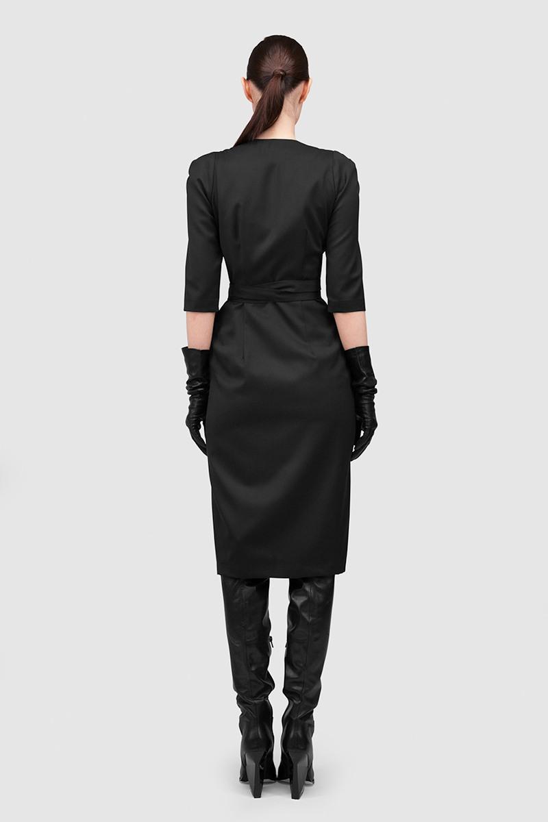 Платье-КимоноПлатье приталенного силуэта из тонкой костюмной шерсти на запахе с глубоким V-образным вырезом и струящейся подкладкой из вискозы&#13;<br>&#13;<br>&#13;<br>длина платья по спинке при росте 164-172 см: 109 см&#13;<br>&#13;<br>приталенный силуэт&#13;<br>&#13;<br>рукав 2/3&#13;<br>&#13;<br>платье с подкладкой из вискозной ткани&#13;<br>&#13;<br>отлично сочетается с кожаным корсетом<br><br>Цвет: Черный<br>Размер: XS, S, M, L, XL