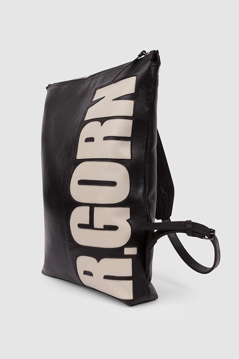 Рюкзак Personality&lt;br /&gt;5-8 символовРюкзак-трансформер на 5-8 символов из новой лимитированной серии Personality&#13;<br>&#13;<br>Смысл линии Personality' в том, что каждый может выбрать инициалы и получить изделие с выбранной аббревиатурой.&#13;<br>&#13;<br>&#13;<br>вместительная сумка-рюкзак прямоугольной форы&#13;<br>&#13;<br>унисекс&#13;<br>&#13;<br>большое основное отделение&#13;<br>&#13;<br>на задней и передней стенке рюкзака карманы на молнии&#13;<br>&#13;<br>внутренний карман для документов&#13;<br>&#13;<br>лямки на регуляторах из ремневой кожи&#13;<br>&#13;<br>защита нижних кантов от износа двойным дном&#13;<br>&#13;<br>тканная подкладка&#13;<br>&#13;<br>размеры: 41х30 см, идеально поместится MacBook 13&#13;<br>&#13;<br>&#13;<br>Внимание! Изготовление изделии из линии Personality оформляется только при полной предоплате. &#13;<br>&#13;<br>В текст, размещенный на рюкзаке, помещается не более 8 символов, буквы размещаются только сбоку.&#13;<br>При заказе вам необходимо:&#13;<br>1. Совершить заказ, нажать кнопку купить.&#13;<br>2. В комментарии к заказу вбить набор заглавных латинских букв или цифр.&#13;<br>3. И ожидать звонка, наш радист обязательно свяжется с вами для уточнения деталей.&#13;<br>&#13;<br>Вещи, сделанные по индивидуальным меркам, подлежат возврату/обмену только в случае брака либо ошибочно высланного изделия. В соответствии со ст.484 и ст. 487 Гражданского кодекса РФ Покупатель обязуется принять заказанный товар и оплатить его полную стоимость. Покупатель уведомлен, что в соответствии с Законом РФ О защите прав потребителей товар надлежащего качества, оформленный под заказ и по индивидуальным требованиям клиента, обмену и возврату не подлежит.<br><br>Цвет: Черный