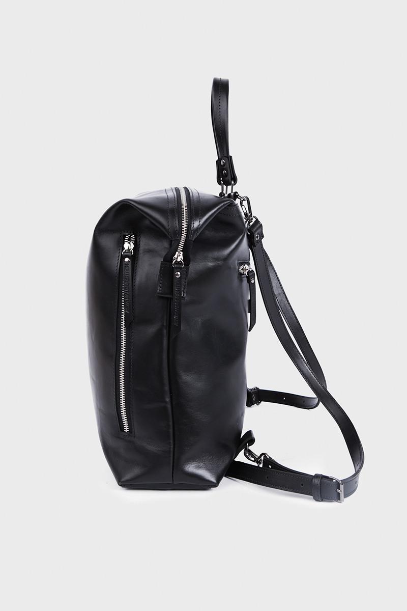 Рюкзак Personality&lt;br /&gt;4 символаРюкзак-трансформер на 4 символа из новой лимитированной серии Personality&#13;<br>&#13;<br>Смысл линии Personality' в том, что каждый может выбрать инициалы и получить изделие с выбранной аббревиатурой.&#13;<br>&#13;<br>&#13;<br>вместительная сумка-рюкзак прямоугольной формы&#13;<br>&#13;<br>если перестегнуть лямки и загнуть крышку, он превращается в сумку через плечо&#13;<br>&#13;<br>унисекс&#13;<br>&#13;<br>держит форму&#13;<br>&#13;<br>большое основное отделение&#13;<br>&#13;<br>на задней и передней стенке рюкзака карманы на молнии&#13;<br>&#13;<br>внутренний карман для документов&#13;<br>&#13;<br>лямки на регуляторах из ремневой кожи&#13;<br>&#13;<br>защита нижних кантов от износа двойным дном&#13;<br>&#13;<br>тканная подкладка&#13;<br>&#13;<br>размеры: 32х36х10 см, идеально поместится MacBook 13&#13;<br>&#13;<br>&#13;<br>Срок изготовления рюкзака 7-14 дней&#13;<br>&#13;<br>Внимание! Изготовление изделии из линии Personality оформляется только при полной предоплате. &#13;<br>&#13;<br>В текст, размещенный на рюкзаке, помещается не более 4 символов, буквы размещаются только сбоку.&#13;<br>При заказе вам необходимо:&#13;<br>1. Совершить заказ, нажать кнопку купить.&#13;<br>2. В комментарии к заказу вбить набор заглавных латинских букв или цифр.&#13;<br>3. И ожидать звонка, наш радист обязательно свяжется с вами для уточнения деталей.&#13;<br>&#13;<br>Вещи, сделанные по индивидуальным меркам, подлежат возврату/обмену только в случае брака либо ошибочно высланного изделия. В соответствии со ст.484 и ст. 487 Гражданского кодекса РФ Покупатель обязуется принять заказанный товар и оплатить его полную стоимость. Покупатель уведомлен, что в соответствии с Законом РФ О защите прав потребителей товар надлежащего качества, оформленный под заказ и по индивидуальным требованиям клиента, обмену и возврату не подлежит.<br><br>Цвет: Черный