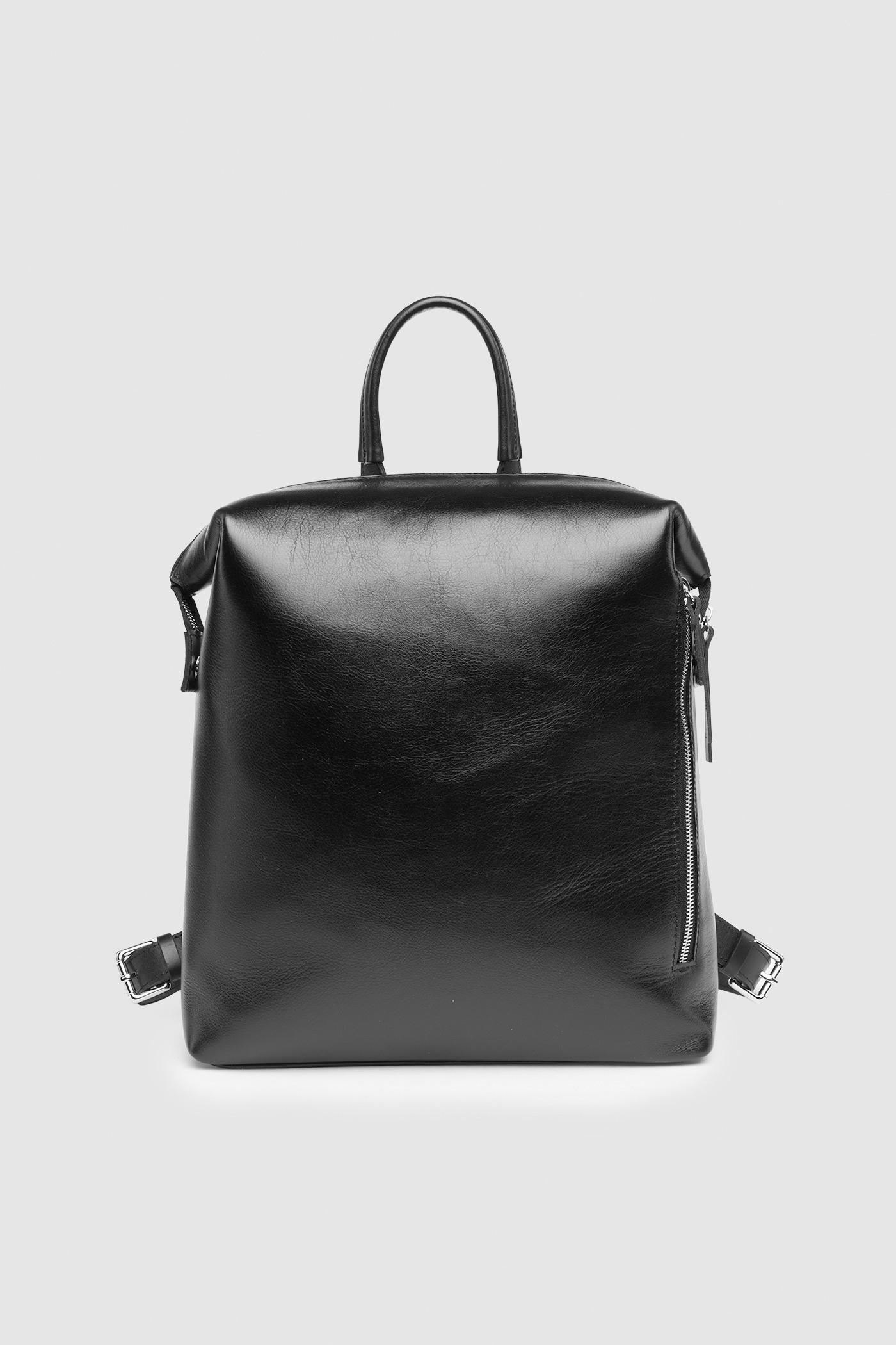 РюкзакРюкзак-трансформер &#13;<br>&#13;<br>&#13;<br>вместительная сумка-рюкзак прямоугольной формы, выполнена из черной кожи&#13;<br>&#13;<br>если перестегнуть лямки и загнуть крышку, он превращается в сумку через плечо&#13;<br>&#13;<br>унисекс&#13;<br>&#13;<br>держит форму&#13;<br>&#13;<br>большое основное отделение&#13;<br>&#13;<br>на задней и передней стенке рюкзака карманы на молнии&#13;<br>&#13;<br>внутренний карман для документов&#13;<br>&#13;<br>лямки на регуляторах из ремневой кожи&#13;<br>&#13;<br>защита нижних кантов от износа двойным дном&#13;<br>&#13;<br>тканная подкладка&#13;<br>&#13;<br>размеры: 32х36х10 см, идеально поместится MacBook 13<br><br>Цвет: Черный