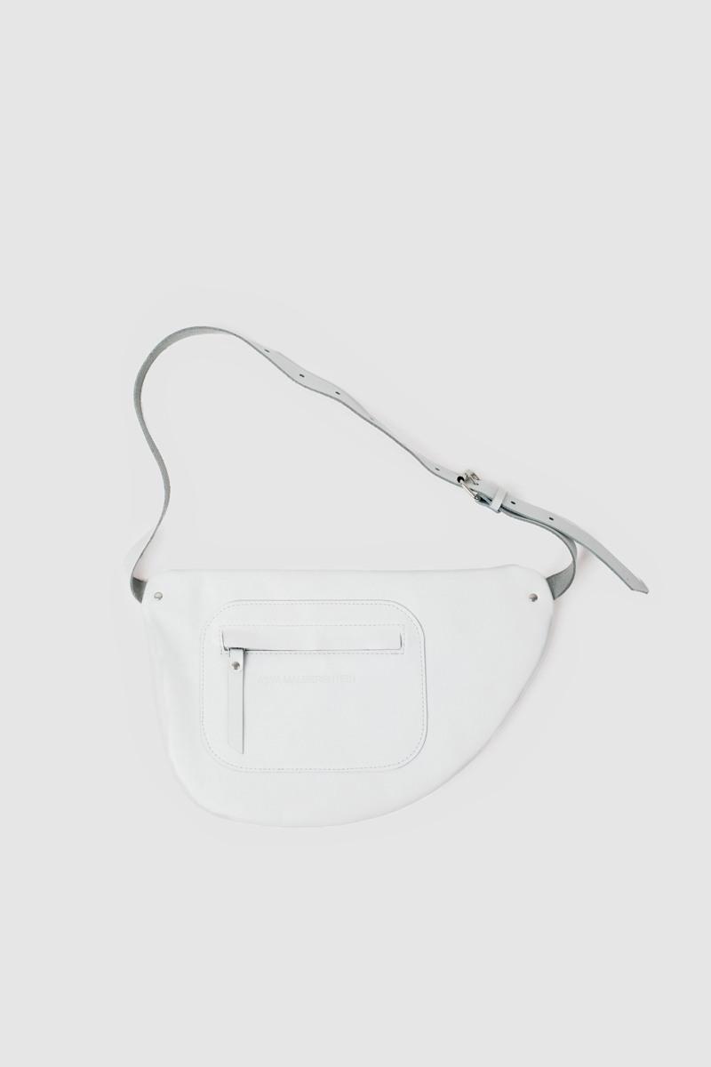 Сумка на поясМиниатюрная сумка с полукруглыми краями&#13;<br>&#13;<br>&#13;<br>28х19 см&#13;<br>&#13;<br>закрывается на молнию&#13;<br>&#13;<br>можно носить как сумку на плечо, и как пояс на талии и бедрах&#13;<br>&#13;<br>внутренний карман&#13;<br>&#13;<br>длина ремня регулируется, максимальная длина в обхвате - 105 см, минимальная - 60 см.<br><br>Цвет: Белый, Черный