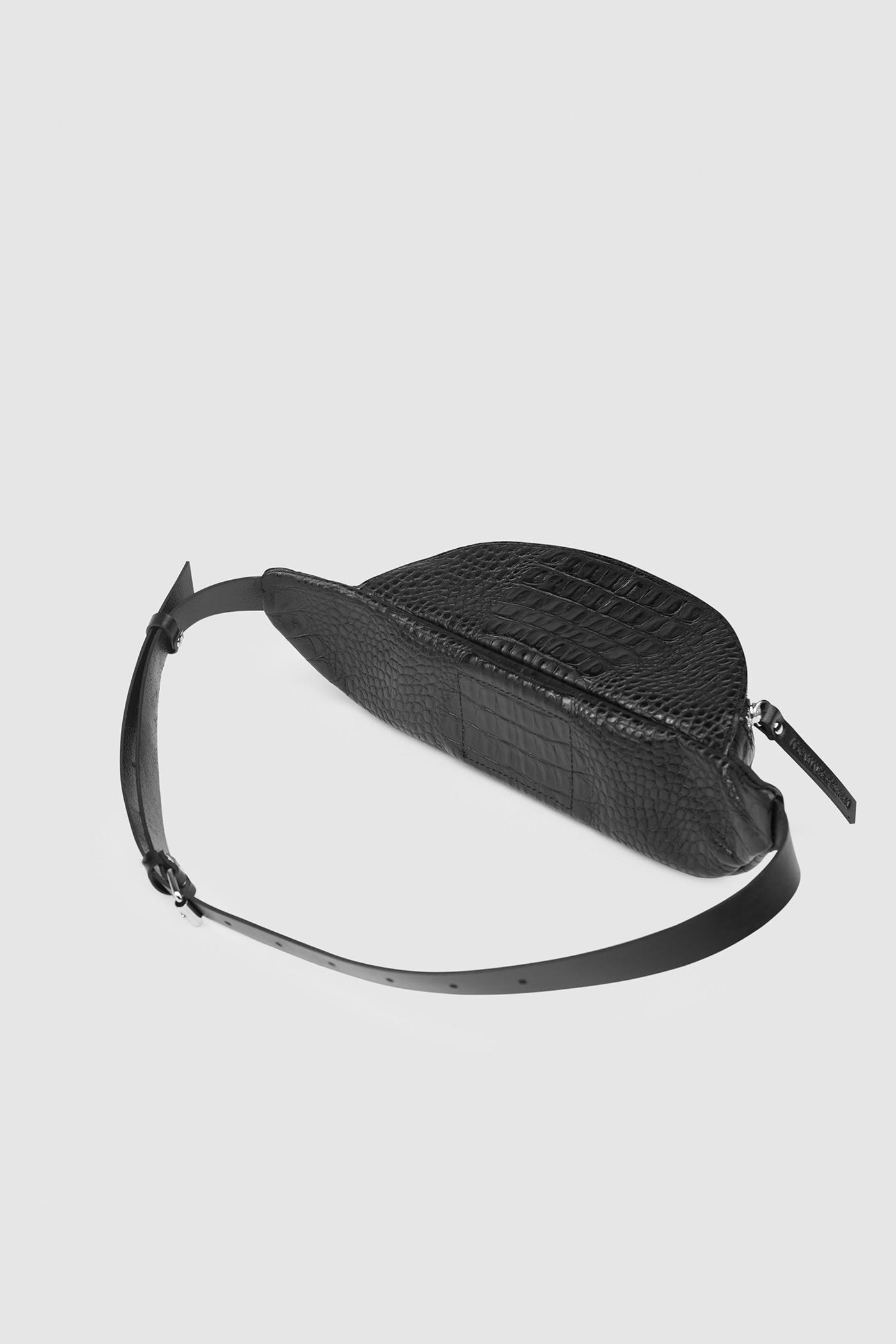 Сумка на поясНебольшая поясная сумка с полукруглыми краями&#13;<br>&#13;<br>&#13;<br>закрывается на молнию&#13;<br>&#13;<br>размер 30х14х10 см max&#13;<br>&#13;<br>можно носить как сумку на плечо, и как пояс на талии и бедрах&#13;<br>&#13;<br>длина ремня регулируется, максимальная длина в обхвате - 105 см, минимальная - 60 см<br><br>Цвет: Чёрный крокодил, Белый крокодил