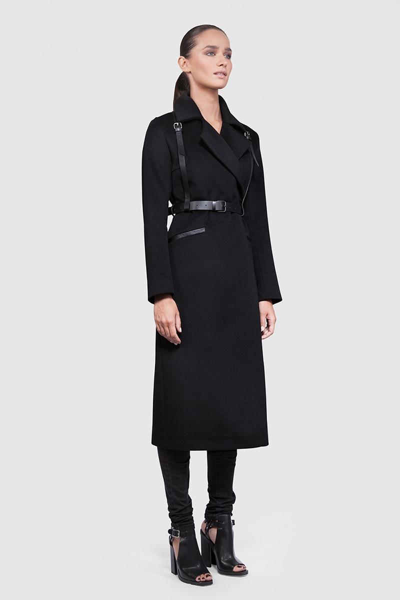 Пальто - ВЕНА (2.0 + B10)Пальто<br>Эффектное длинное пальто с английским воротником и кожаной отделкой&#13;<br>&#13;<br>Элегантное классическое пальто VIENNA (Вена), выполненное из шерсти, станет отличной базой для любого городского гардероба. Рекомендуемый тепловой режим: от +15 до - 8 градусов..&#13;<br>&#13;<br>&#13;<br>рекомендуемая сезонность: демисезон, осень&#13;<br>&#13;<br>кожаная отделка карманов и стойки воротника&#13;<br>&#13;<br>магнитные кнопки вместо пуговиц&#13;<br>&#13;<br>в комплекте кожаный пояс, портупея и тканный пояс кушак&#13;<br>&#13;<br>внутренний карман для телефона&#13;<br>&#13;<br>длина изделия в размере S при росте 164-170 см — 120 см., длина может изменятся в зависимости от размера и ростовки&#13;<br>&#13;<br>модель имеет 4 ростовки. Длина по спинке при росте 158-164 см — 116 см, 164-170 см — 120 см, 170-176 см — 124 см, 176-182 см — 128 см&#13;<br>&#13;<br>размер и другие нюансы уточняются при заказе, мы с вами связываемся по указному вами номеру телефона&#13;<br>&#13;<br>&#13;<br> &#13;<br>&#13;<br>Если у вас остались вопросы, пишите нам на электронную почту ASYAMALBERSHTEIN@GMAIL.COM или звоните по номеру +7 (812) 649-17-99, мы постараемся ответить на ваши вопросы и помочь определиться вам с выбором или размерной сеткой наших изделий.<br><br>Цвет: Черный<br>Размер: XS, S, M, L<br>Ростовка: 176 -182, 158 -164, 164 -170, 170 -176