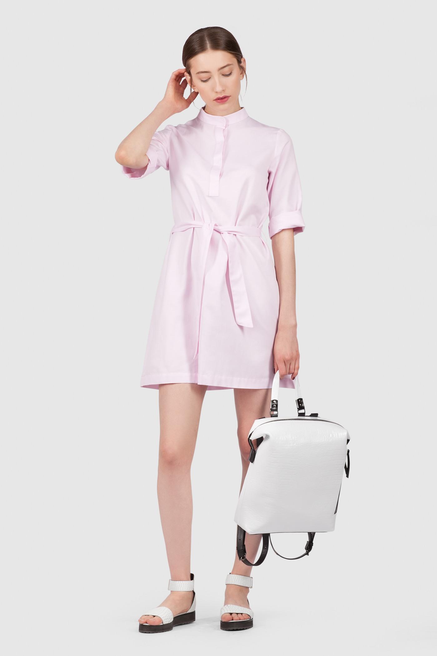 Рубашка-ПлатьеУдлинённая платье-рубашка прямого силуэта со стойкой&#13;<br>&#13;<br>&#13;<br>легкая дышащая ткань&#13;<br>&#13;<br>застёгивается на пуговицы&#13;<br>&#13;<br>рукава 3/4&#13;<br>&#13;<br>длина рубашки по спинке: 83 см&#13;<br>&#13;<br>в комплекте тканный пояс. Рубашку можно носить как с ним, так и без него<br><br>Цвет: Бледно-розовый, Черный, Васильковый, Белый, Синий, Красный<br>Размер: XS, S, M