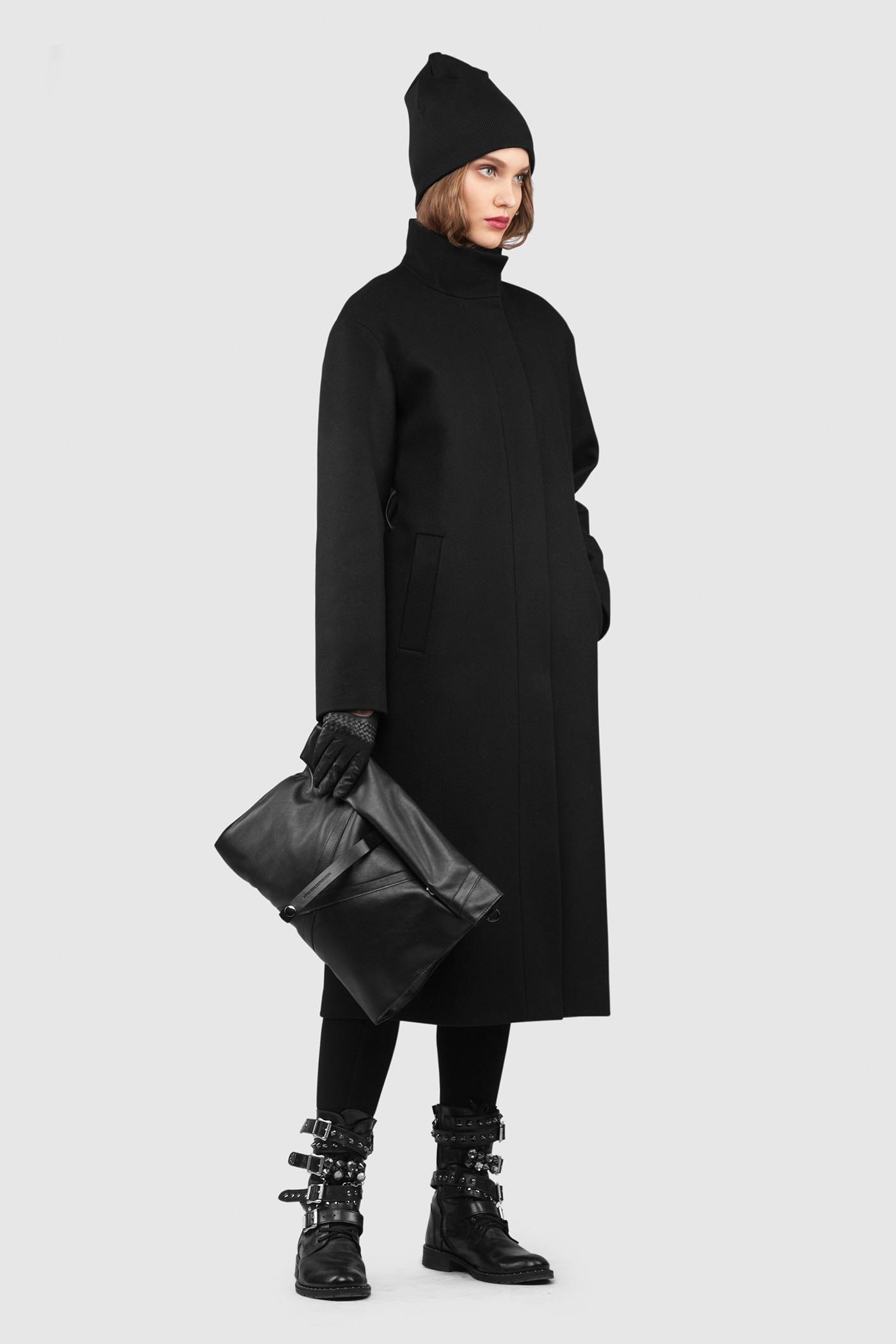 Пальто - ДУБЛИН (10.0)Пальто<br>Эффектное длинное пальто с воротником стойкой&#13;<br>&#13;<br>Пальто DUBLIN (Дублин) прямого, неприталенного силуэта с воротником стойкой. Застежка на пришивные кнопки. Карманы с широкой листочкой несколько смещены к боковому шву. Линия плеча расширена и опущена. Конструкция без подплечников. Модель подходит для всех типов фигур - А, Т, О-образных.&#13;<br>&#13;<br>&#13;<br>рекомендуемая сезонность: осень, весна, теплая зима&#13;<br>&#13;<br>?пояс в комплекте&#13;<br>&#13;<br>кнопки-магниты вместо пуговиц&#13;<br>&#13;<br>длина по спинке размера S при росте 164-170 см: 111 см&#13;<br>&#13;<br>модель имеет 4 ростовки: 158-164 см, 164-170 см, 170-176 см, 176-182 см. Размер и другие нюансы уточняются при заказе, мы с вами связываемся по указанному вами номеру телефона&#13;<br>&#13;<br>&#13;<br>Если у вас остались вопросы, пишите нам на электронную почту ASYAMALBERSHTEIN@GMAIL.COM или звоните по номеру +7 (812) 649-17-99, мы постараемся ответить на ваши вопросы и помочь определиться вам с выбором или размерной сеткой наших изделий.<br><br>Цвет: Черный, Черничный<br>Размер: XXS, XS, M, L, S, XL<br>Ростовка: 152 - 158, 158 -164, 164 -170, 170 -176, 176 -182
