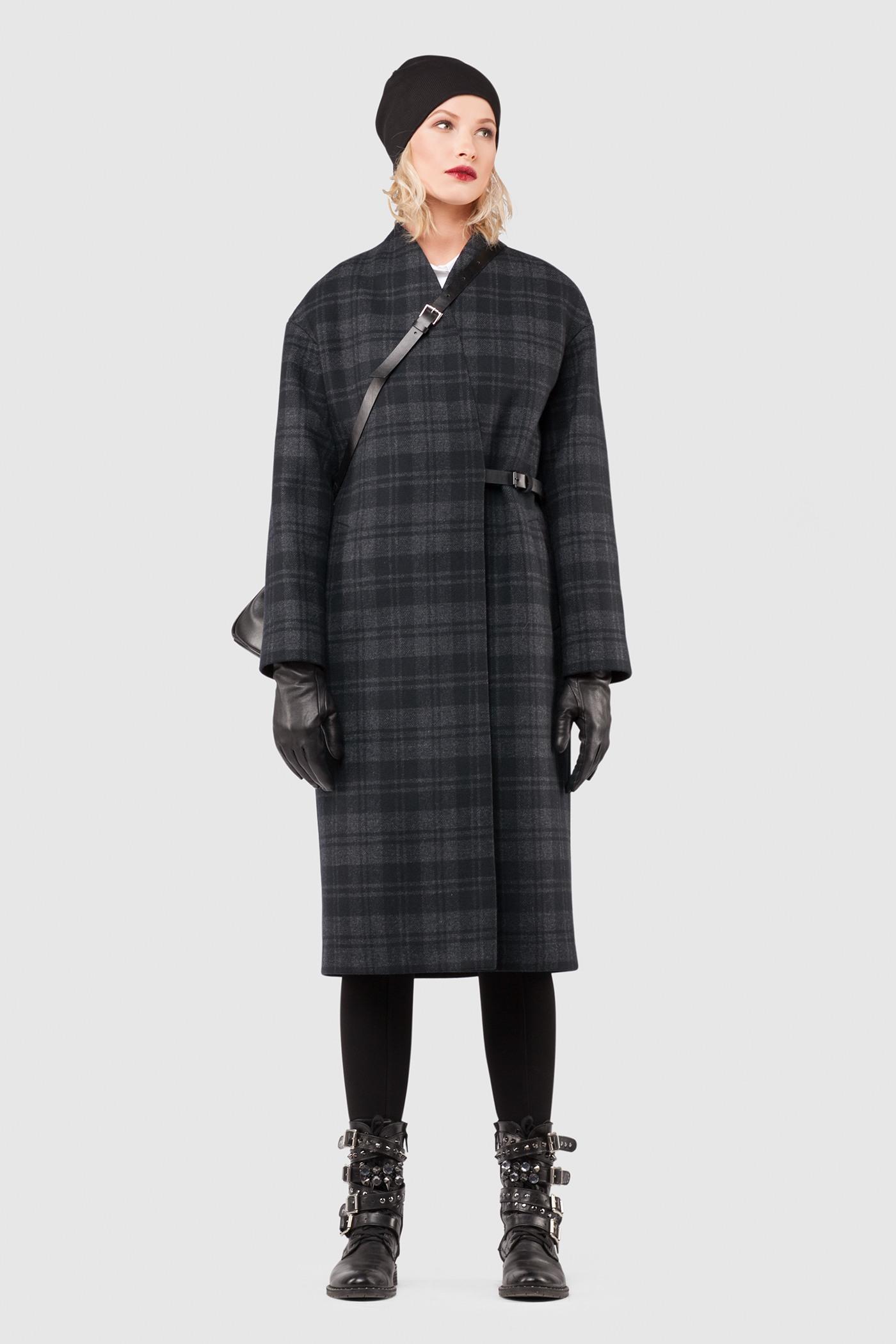 Зимнее пальтоЗимнее шерстяное пальто свободного силуэта&#13;<br>&#13;<br>Пальто прямого, неприталенного силуэта на запахе. Застежка на кожаный хлястик чуть ниже уровня талии. Карманы с широкой листочкой несколько смещены к боковому шву. Линия плеча расширена и опущена. Конструкция без подплечников. Модель подходит для всех типов фигур - А, Т, О-образных.&#13;<br>&#13;<br>&#13;<br>&#13;<br>рекомендуемая сезонность: холодная осень, зима&#13;<br>&#13;<br>&#13;<br>данную модель можно НЕ утеплять, 1 слой утеплителя присутствует в базовой комплектации&#13;<br>&#13;<br>&#13;<br>шерстяной дышащий утеплитель эффективно сохраняет тепло и при этом не препятствует свободной циркуляции воздуха&#13;<br>&#13;<br>&#13;<br>&#13;<br>длина размера S при росте 164-170 см: 106 см&#13;<br>&#13;<br>&#13;<br>&#13;<br>внутренний карман для телефона&#13;<br>&#13;<br>&#13;<br>&#13;<br>модель имеет три ростовки: 158-164 см, 164-170 см и 170-176 см.&#13;<br>&#13;<br>&#13;<br>&#13;<br>размер и другие нюансы уточняются при заказе, мы с вами связываемся по указанному вами номеру телефона<br><br>Цвет: Клетка<br>Размер: XL, XS, S, M, L<br>Ростовка: 152 - 158, 158 -164, 164 -170, 170 -176, 176 -182