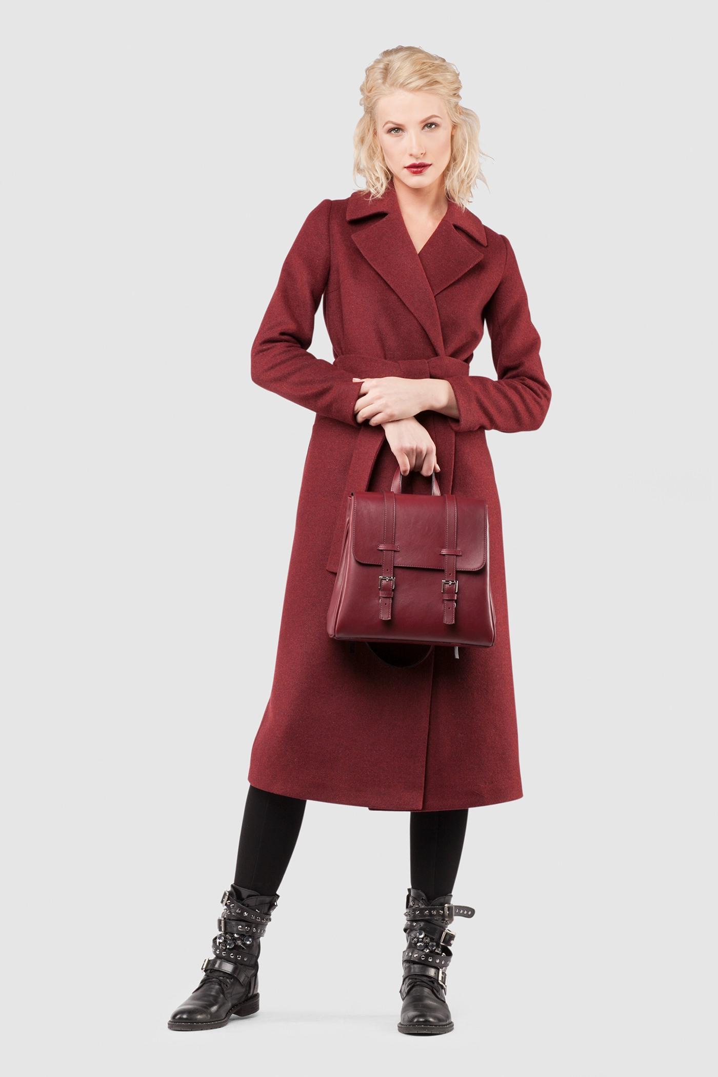 Пальто - ВЕНА (2.1)Пальто<br>Пальто с английским воротником&#13;<br>&#13;<br>Элегантное классическое пальто VIENNA (Вена), выполненное из шерсти, станет отличной базой для любого городского гардероба. Рекомендуемый тепловой режим: от +15 до -8 градусов.&#13;<br>&#13;<br>&#13;<br>рекомендуемая сезонность: демисезон, осень&#13;<br>&#13;<br>кнопки вместо пуговиц, благодаря им у вас всегда имеется возможность корректировки этой модели пальто под себя&#13;<br>&#13;<br>тканный пояс-кушак&#13;<br>&#13;<br>два прорезных кармана спереди&#13;<br>&#13;<br>прямой крой с плотной посадкой на фигуре&#13;<br>&#13;<br>длина размера S при росте 164-170 см- 105 см&#13;<br>&#13;<br>модель имеет 4 ростовки: 158-164 см, 164-170 см, 170-176 см, 176-182 см. Размер и другие нюансы уточняются при заказе, мы с вами связываемся по указанному вами номеру телефона&#13;<br>&#13;<br>&#13;<br>Если у вас остались вопросы, пишите нам на электронную почту ASYAMALBERSHTEIN@GMAIL.COM или звоните по номеру +7 (812) 649-17-99, мы постараемся ответить на ваши вопросы и помочь определиться вам с выбором или размерной сеткой наших изделий.<br><br>Цвет: Винный, Бордовый, Красный<br>Размер: L, XL, XXS, XS, S, M<br>Ростовка: 152 - 158, 158 -164, 164 -170, 170 -176, 176 -182