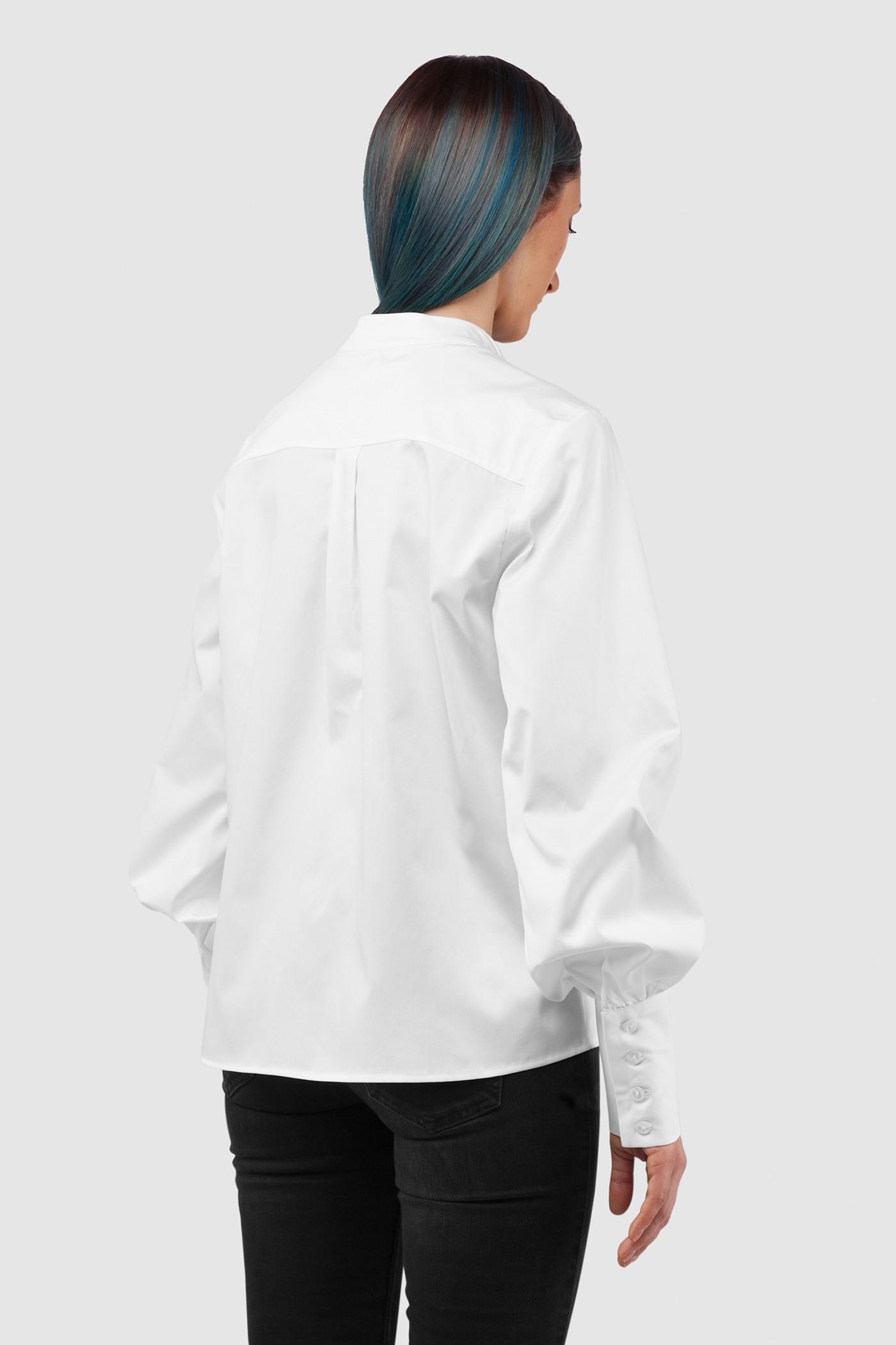 РубашкаРубашка прямого силуэта из 100% хлопка&#13;<br>&#13;<br>Блуза из плотного хлопка с объемными рукавами на широком манжете, создающими образ в викторианском стиле.&#13;<br>&#13;<br>&#13;<br>на спинке кокетка, линия плеча смежена на перед.&#13;<br>&#13;<br>рукав расширенный к низу с притачной широкой манжетой на 4 петлях-пуговицах.&#13;<br>&#13;<br>воротник-стойка под бабочку&#13;<br>&#13;<br>длина по спинке 58 см<br><br>Цвет: Белый, Черный, Васильковый, Красный<br>Размер: XS, S, M