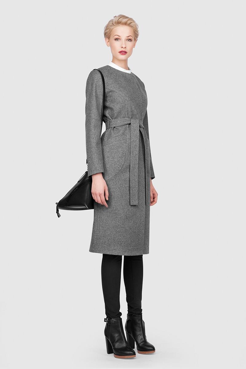 Пальто - МАРСЕЛЬ (4.0)Пальто прилегающего силуэта &#13;<br>&#13;<br>Женственное пальто с подчеркнутой линией талии MARSEILLE (Марсель) станет отличной базой для любого городского гардероба. Рекомендуемый тепловой режим: от +15 до -9 градусов.&#13;<br>&#13;<br>&#13;<br>рекомендуемая сезонность: демисезон, осень&#13;<br>&#13;<br>на передней полочке и спинке имеет рельефные швы, спереди переходящие в карманы&#13;<br>&#13;<br>кнопки вместо пуговиц, благодаря им у вас всегда имеется возможность корректировки этой модели пальто под себя&#13;<br>&#13;<br>внутренний карман для телефона&#13;<br>&#13;<br>в комплекте: тканный пояс&#13;<br>&#13;<br>длина размера S при росте 164-170 см-109 см&#13;<br>&#13;<br>модель имеет 3 ростовки: 158-164 см, 164-170 см, 170-176 см. Размер и другие нюансы уточняются при заказе, мы с вами связываемся по указанному вами номеру телефона.&#13;<br>&#13;<br>В наличии: S(42) 170-176&#13;<br>S(42) 164-170&#13;<br>L(46) 164-170&#13;<br>&#13;<br>&#13;<br>Если у вас остались вопросы, пишите нам на электронную почту ASYAMALBERSHTEIN@GMAIL.COM или звоните по номеру +7 (921) 361-89-16, мы постараемся ответить на ваши вопросы и помочь определиться вам с выбором или размерной сеткой наших изделий.<br><br>Цвет: Серый<br>Размер: L<br>Ростовка: 164 -170