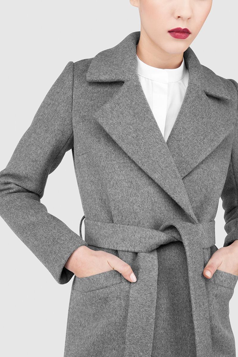 Пальто - ВЕНА (2.1)Пальто<br>Пальто с английским воротником&#13;<br>&#13;<br>Элегантное классическое пальто VIENNA (Вена), выполненное из шерсти, станет отличной базой для любого городского гардероба. Рекомендуемый тепловой режим: от +15 до - 8 градусов (кроме пальто в цвете кэмел, рекомендуемый тепловой режим: от +15 до 0 градусов).&#13;<br>&#13;<br>&#13;<br>рекомендуемая сезонность: демисезон, осень&#13;<br>&#13;<br>кнопки вместо пуговиц, благодаря им у вас всегда имеется возможность корректировки этой модели пальто под себя&#13;<br>&#13;<br>тканный пояс-кушак&#13;<br>&#13;<br>два прорезных кармана спереди&#13;<br>&#13;<br>прямой крой с плотной посадкой на фигуре&#13;<br>&#13;<br>длина размера S при росте 164-170 см- 105 см&#13;<br>&#13;<br>модель имеет 5 ростоввок: 152-158 см, 158-164 см, 164-170 см, 170-176 см, 176-182 см. Размер и другие нюансы уточняются при заказе, мы с вами связываемся по указанному вами номеру телефона&#13;<br>&#13;<br>&#13;<br>Если у вас остались вопросы, пишите нам на электронную почту ASYAMALBERSHTEIN@GMAIL.COM или звоните по номеру +7 (812) 649-17-99, мы постараемся ответить на ваши вопросы и помочь определиться вам с выбором или размерной сеткой наших изделий.<br><br>Цвет: Синий, Черничный<br>Размер: XS, M, L, XL, S<br>Ростовка: 152 - 158, 158 -164, 164 -170, 170 -176, 176 -182