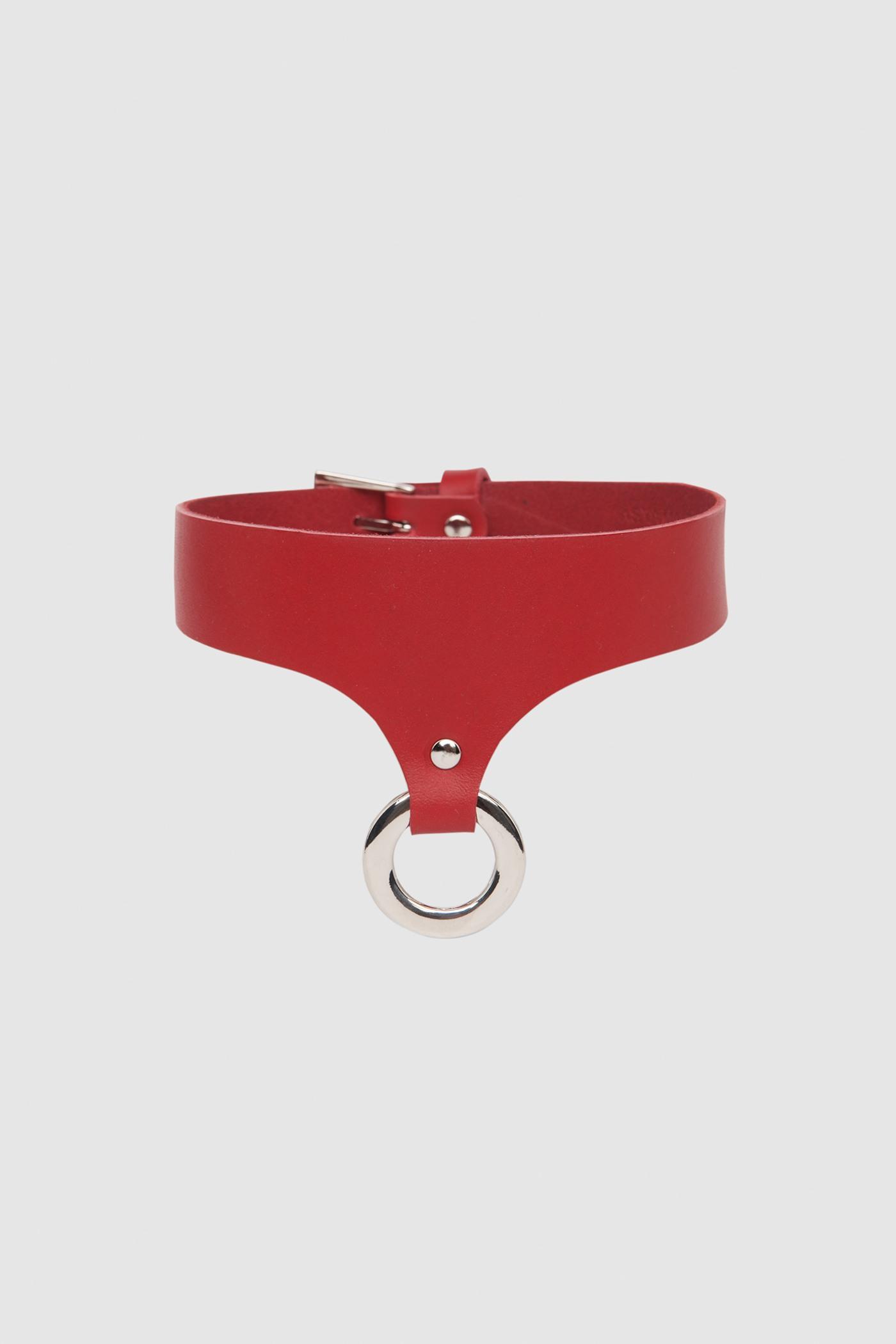 ОшейникОшейник из плотной ремневой кожи с кольцом&#13;<br>&#13;<br>&#13;<br>полностью регулируется по обхвату&#13;<br>&#13;<br>длина - 43 см&#13;<br>&#13;<br>эксклюзивная, фирменная, металлическая упаковка<br><br>Цвет: Красный