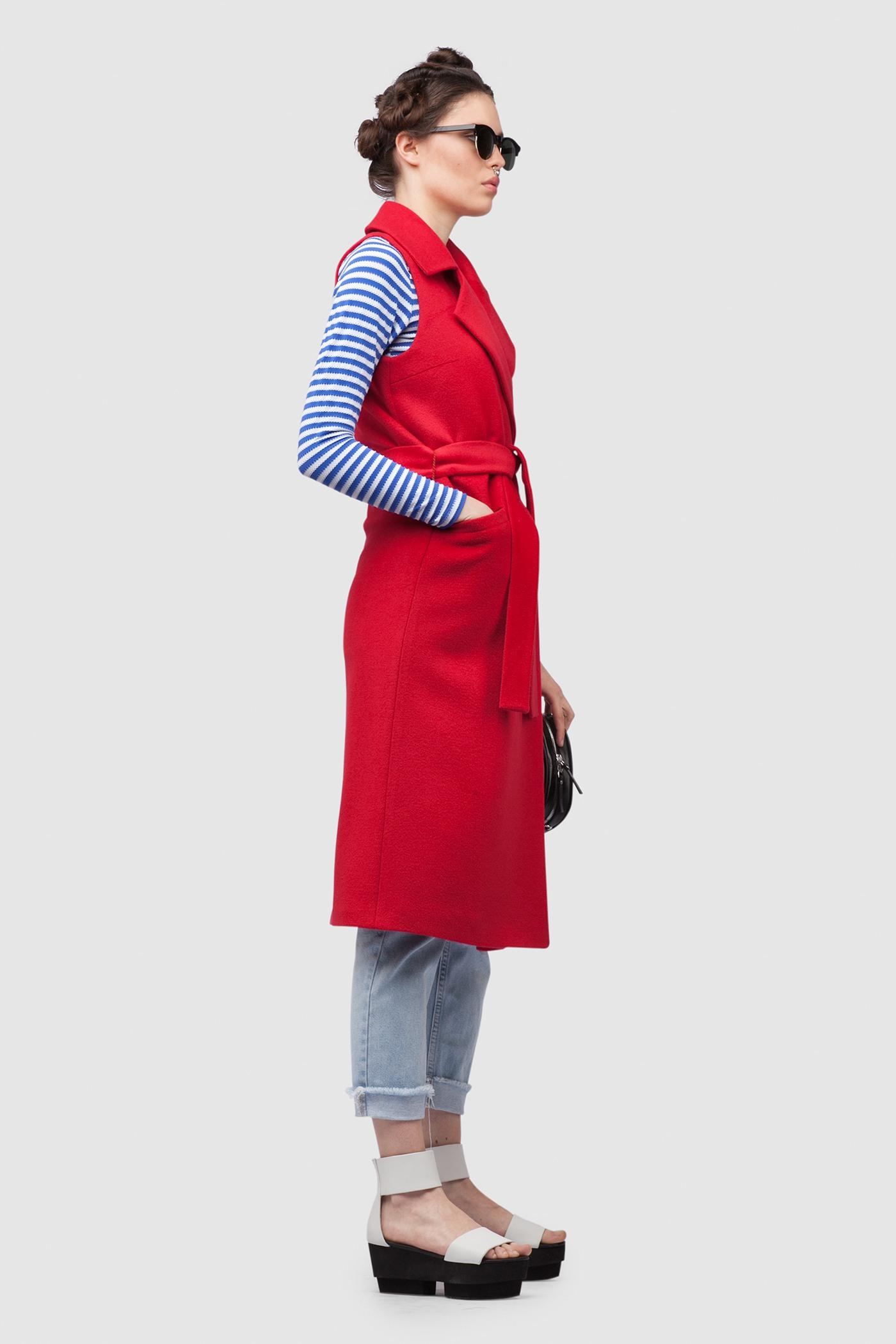 ЖилетТеплый удлиненный жилет с английским воротником&#13;<br>&#13;<br>Жилет прилегающего силуэта с наклонными карманами без застежки фиксируется тканным поясом. Благодаря классическому крою и английскому воротнику модель подходит для девушек с большой грудью.&#13;<br>&#13;<br>&#13;<br>рекомендуемая сезонность: демисезон, лето&#13;<br>&#13;<br>прямой крой с плотной посадкой на фигуре&#13;<br>&#13;<br>внутренний карман для телефона&#13;<br>&#13;<br>одинаково хорошо сочетается с разным стилем одежды&#13;<br>&#13;<br>тканный пояс-кушак&#13;<br>&#13;<br>длина изделия 108 см в ростовке 164-170 см., длина может изменятся в зависимости от размера и ростовки&#13;<br>&#13;<br>размер и другие нюансы уточняются при заказе, мы с вами связываемся по указному вами номеру телефона<br><br>Цвет: Красный<br>Размер: XXS, XS, S, M, L<br>Ростовка: 152 - 158, 158 -164, 164 -170, 170 -176, 176 -182
