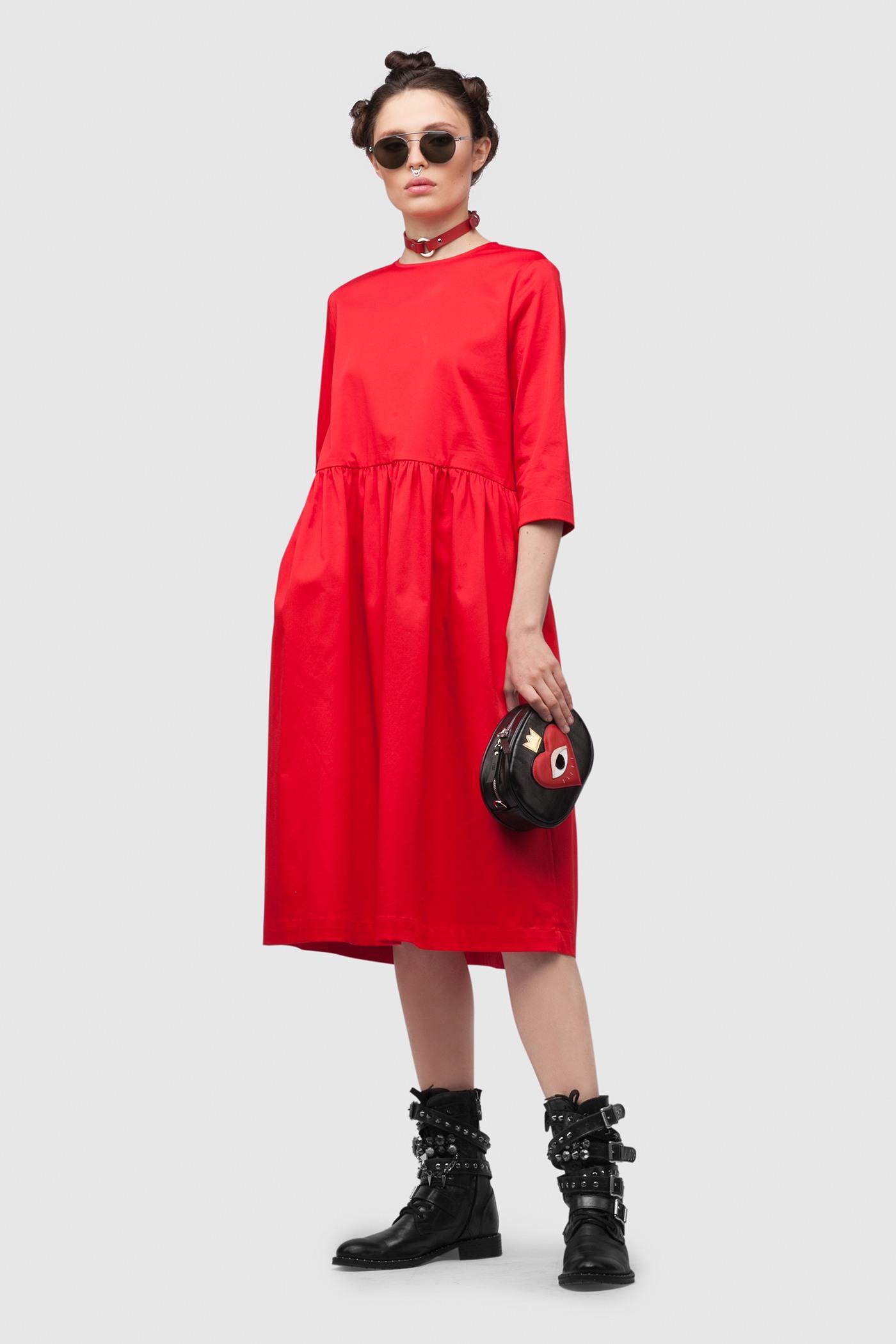 ПлатьеПлатье средней длины с чуть завышенной отрезной юбкой. Юбка со складками и карманами в боковых швах. Застежка на планку сзади.&#13;<br>&#13;<br>&#13;<br>рукава 3/4&#13;<br>&#13;<br>свободный силуэт&#13;<br>&#13;<br>плотный хлопок&#13;<br>&#13;<br>длина изделия по спинке 104 см в ростовке 164-170 см., длина может изменятся в зависимости от размера и ростовки&#13;<br>&#13;<br>размер и другие нюансы уточняются при заказе, мы с вами связываемся по указному вами номеру телефона<br><br>Цвет: Красный, Черный<br>Размер: XS, S, M, L<br>Ростовка: 158 -164, 164 -170, 170 -176