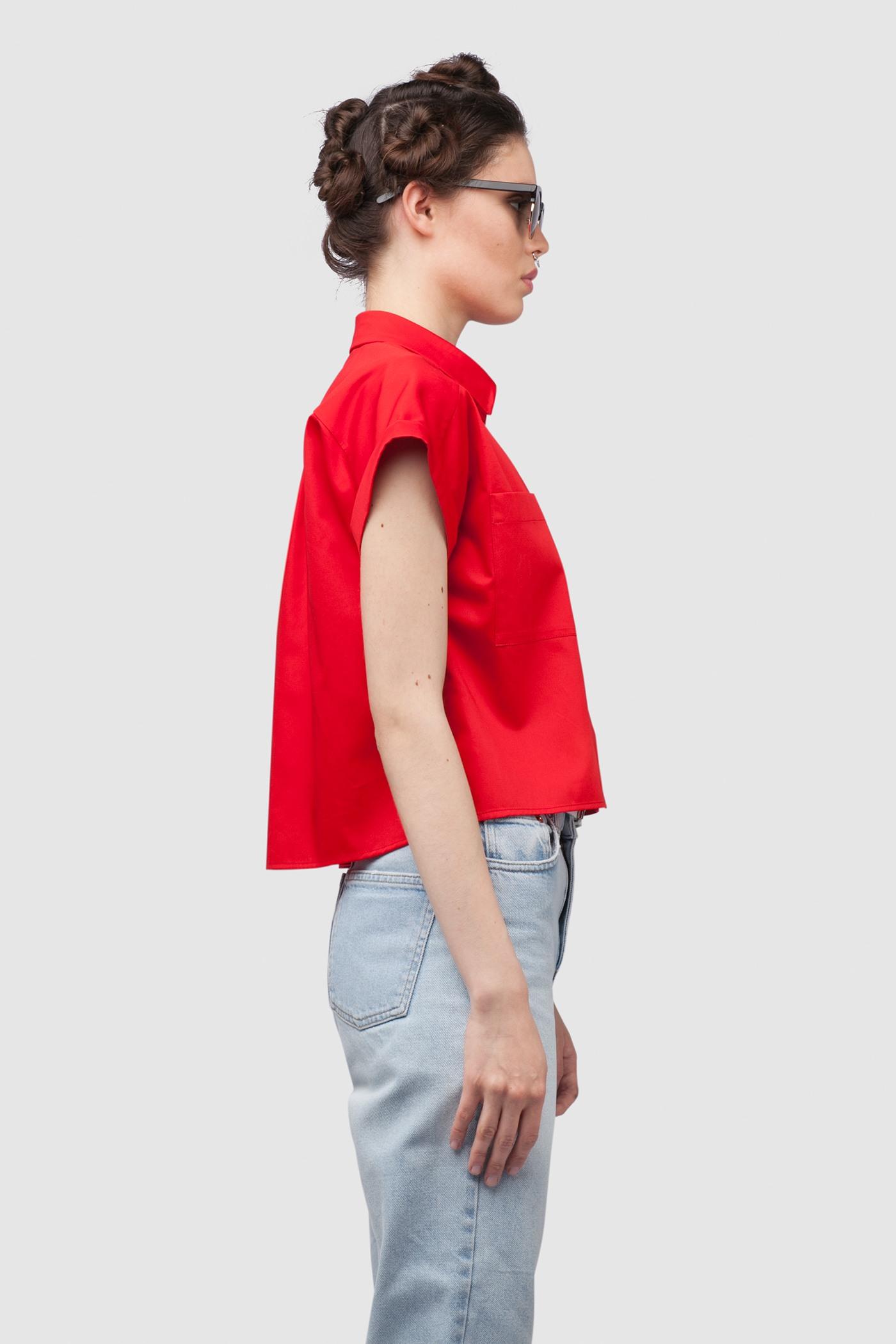 РубашкаРубашка прямого силуэта из 100% хлопка&#13;<br>&#13;<br>&#13;<br>два кармана&#13;<br>&#13;<br>притачные манжеты&#13;<br>&#13;<br>по центру спинки складка, обеспечивающая свободу движения&#13;<br>&#13;<br>длина по спинке 50 см<br><br>Цвет: Красный, Синий, Белый, Черный, Бледно-розовый<br>Размер: XS, S, M, L