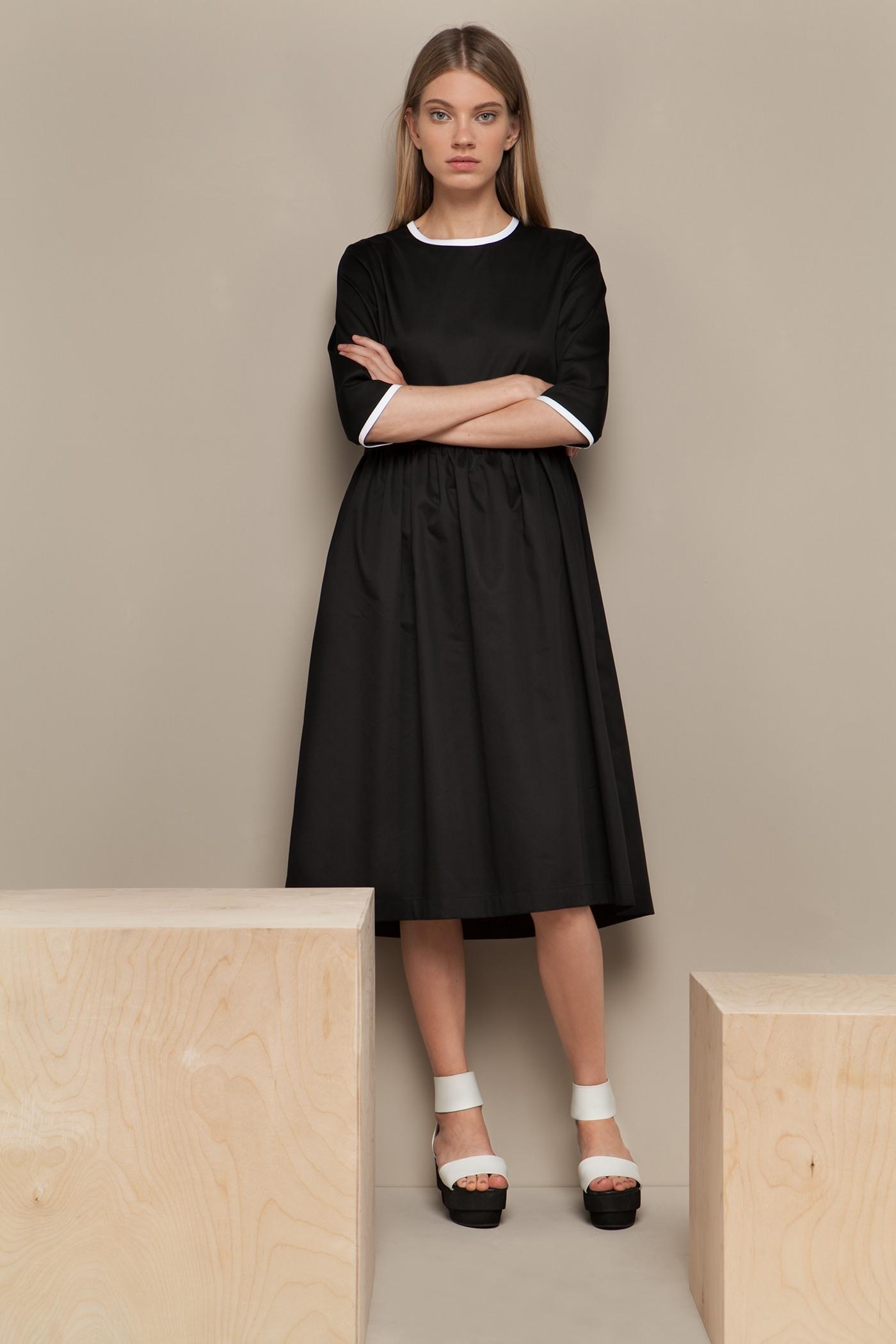 Платье средней длины - NunПлатье средней длины с чуть завышенной отрезной юбкой. Юбка со складками и карманами в боковых швах. Застежка на молнию сзади.&#13;<br>&#13;<br>&#13;<br>рукава 3/4&#13;<br>&#13;<br>прилегающий силуэт&#13;<br>&#13;<br>плотный хлопок&#13;<br>&#13;<br>длина изделия по спинке 104 см в ростовке 164-170 см., длина может изменяться в зависимости от размера и ростовки&#13;<br>&#13;<br>размер и другие нюансы уточняются при заказе, мы с вами связываемся по указанному вами номеру телефона<br><br>Цвет: Черный<br>Размер: XS, S, M, L<br>Ростовка: 158 -164, 164 -170, 170 -176
