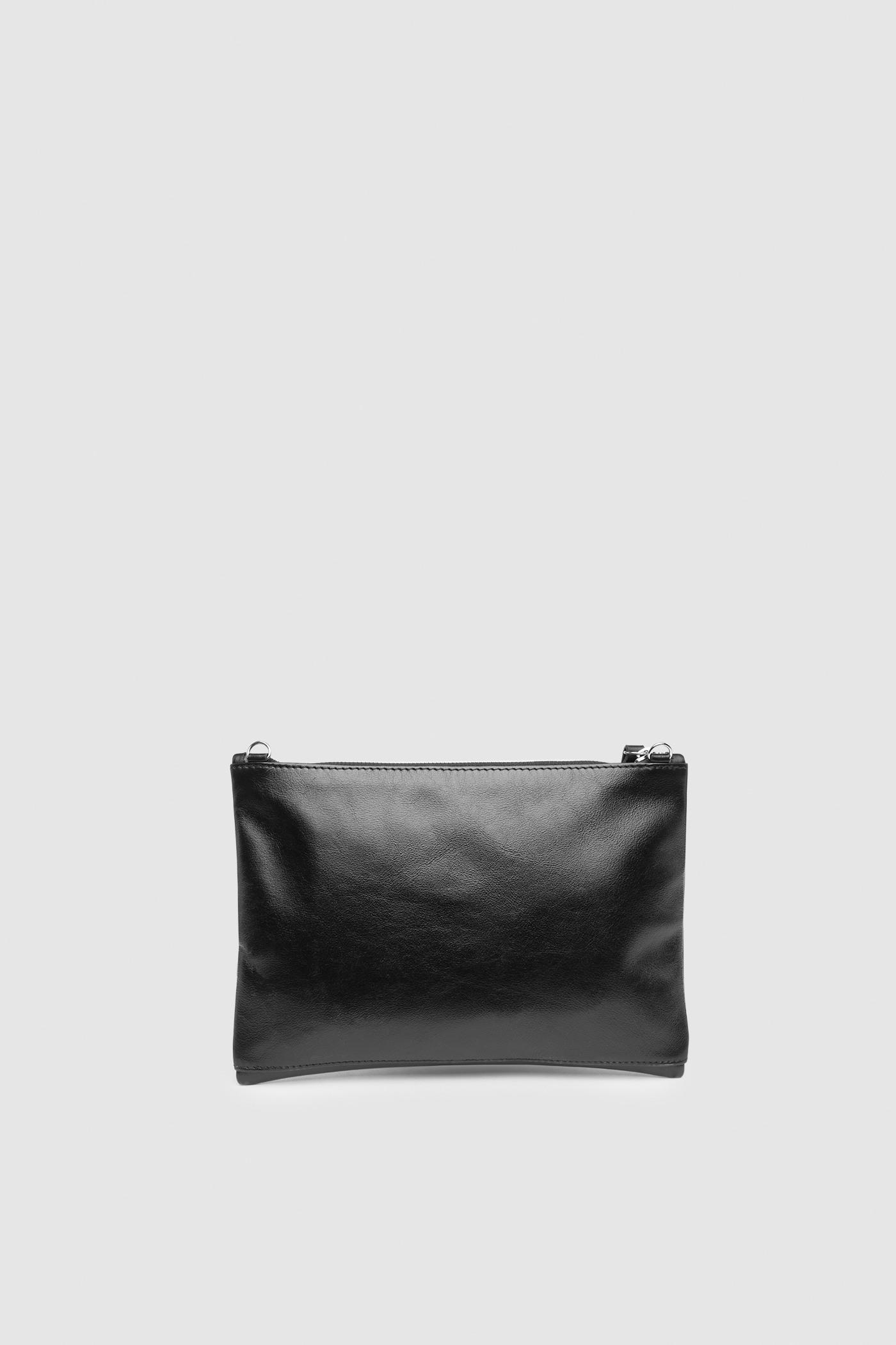 СумкаМаленькая плоская сумка из натуральой кожи&#13;<br>&#13;<br>&#13;<br>съёмный регулируемый ремень&#13;<br>&#13;<br>закрывается на молнию&#13;<br>&#13;<br>внутреннее отделение на подкладке с одним карманом&#13;<br>&#13;<br>&#13;<br>Размеры:&#13;<br>Сумка - 25х18,5 см&#13;<br>Длина ремня - 130 см&#13;<br>Вес изделия - 165 грамм<br><br>Цвет: Черный, Капучино