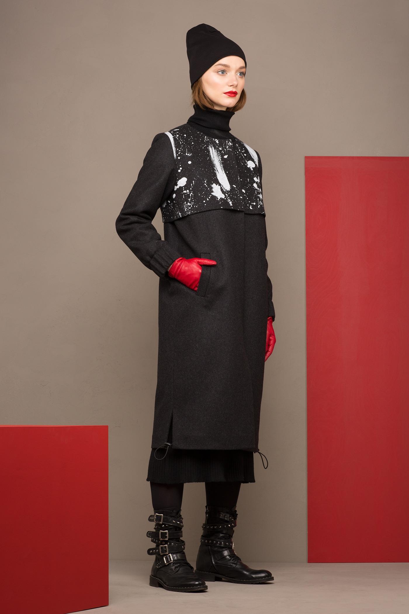 Зимнее пальто-куртка  - АМСТЕРДАМ (22.1)Шерстяное пальто свободного силуэта с декоративным принтованым элементом - отлетной кокеткой. Имеет два боковых кармана. Закрывается на молнию. Рукава на резинке. Конструкция без подплечников. Модель подходит для всех типов фигур - А, Т, О-образных.&#13;<br>&#13;<br>&#13;<br>рекомендуемая сезонность: холодная осень, теплая зима&#13;<br>&#13;<br>данную модель можно НЕ утеплять, 1 слой утеплителя присутствует в базовой комплектации&#13;<br>&#13;<br>шерстяной дышащий утеплитель эффективно сохраняет тепло и при этом не препятствует свободной циркуляции воздуха&#13;<br>&#13;<br>утеплитель - не съемный, вшивается на этапе сборки между основной тканью и подкладочной&#13;<br>&#13;<br>длина по спинке размера S при росте 158-164 см: 101 см, 164-170 см: 105 см, 170-176 см: 109 см&#13;<br>&#13;<br>&#13;<br>* Внимание! Ощущение тепла - очень индивидуально и зависит от множества факторов (влажность, ветер, индивидуальные особенности, прочая одежда на человеке итд.), поэтому мы не можем гарантировать, что каждому будет комфортен указанный диапазон температур. Поэтому учитывайте, пожалуйста, эти детали при формировании заказа.&#13;<br>&#13;<br>** Возможная погрешность в длинах готового изделия составляет не более 2-3%&#13;<br>&#13;<br>*** Если у вас остались вопросы, пишите нам на электронную почту asyamalbershtein@gmail.com или звоните по номеру +7 (812) 649-17-99, мы постараемся ответить на ваши вопросы и помочь определиться вам с выбором или размерной сеткой наших изделий.<br><br>Цвет: Серый темный<br>Размер: M<br>Ростовка: 164 -170