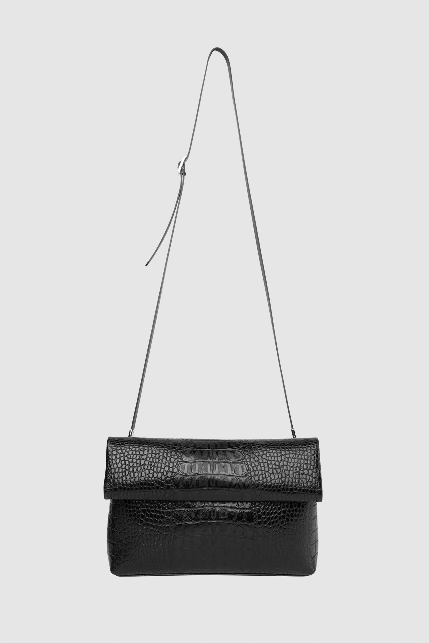 Сумка-клатч с двумя ремнямиСумка-клатч с двойным заворотом на ремешке&#13;<br>Выполнена в виде бумажного пакета с завернутым верхним краем. Задний карман на молнии. Внутреннее отделение на подкладке застегивается сверху на молнию. Два съемных ремешка в комплекте: узкий и широкий на выбор. К данной модели сумки вы сможете подобрать любой дополнительный съемный ремешок в широкой цветовой палитре из раздела &gt; Дополнительные аксессуары&#13;<br>&#13;<br>Размеры&#13;<br>Высота: 17 см&#13;<br>Длина: 25 см&#13;<br>Глубина: 5 см&#13;<br>Высота ремешка: max 122 - min 96 см<br><br>Цвет: Чёрный крокодил