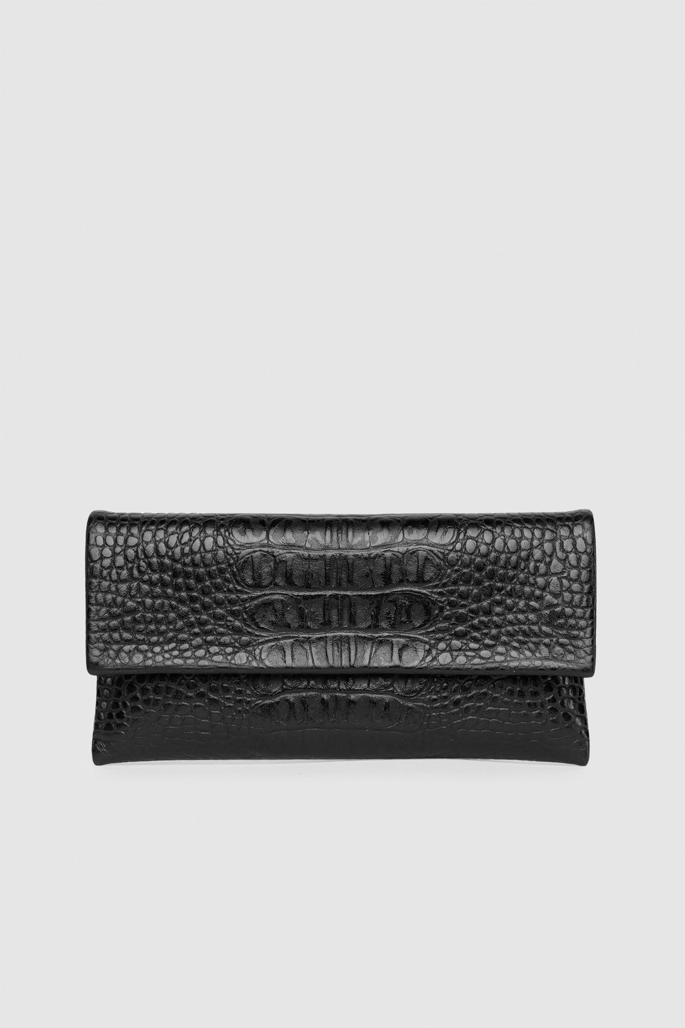 Клатч-кошелек в размере S или MКлатч из тесненной кожи застегивается на потайные замки-магниты. Внутреннее отделение на подкладке с разделенным карманом. С одной стороны расположен маленький карман, а с другой — карман для пластиковых карт.&#13;<br>&#13;<br>Размеры:&#13;<br>в размере S: высота 10,5 х20,5 см&#13;<br>в размере M: высота 13,5 х 24 см<br><br>Цвет: Чёрный крокодил, Коричневый крокодил<br>Размер: S, M