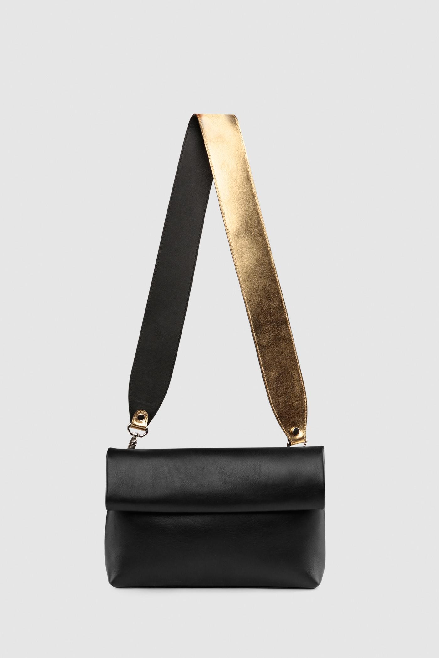 Ремешок на сумкуРемень широкий на двух карабинах из плотной натуральной кожи. Подходит к ряду моделей сумок.&#13;<br>&#13;<br>Размеры&#13;<br>Длина: 80 см&#13;<br>Ширина: 5 см<br><br>Цвет: Золото