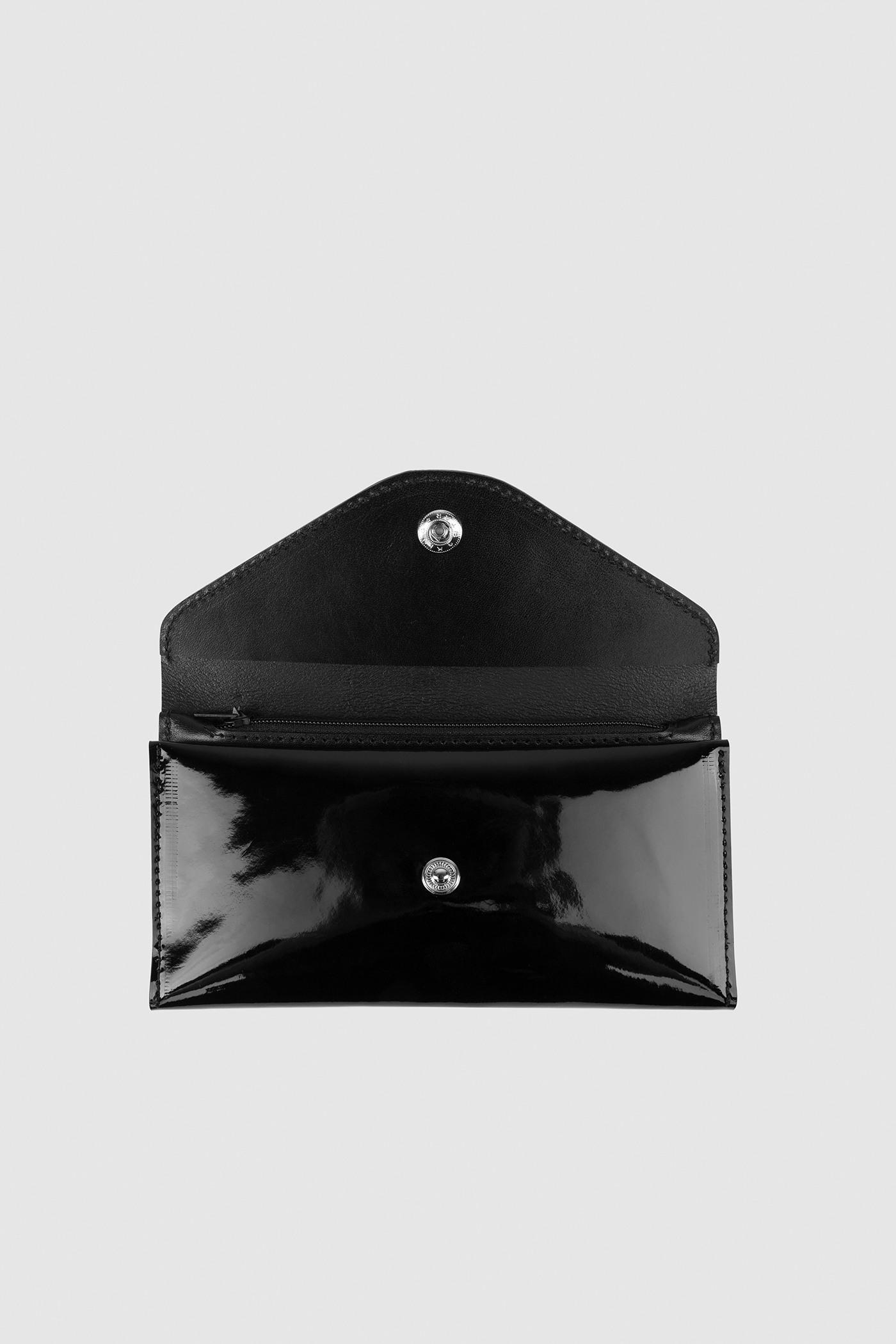 КошелекРаскладной кошелек-портноме из сбруйной кожи с откидным клапаном на кнопке. Внутри два отделения для купюр, карман для монет на молнии , 4 отделения для карточек . Внутри печать тиснение серебряными буквами логотипа ASYA MALBERSHTEIN.&#13;<br>&#13;<br>Состав: 100% натуральная лаковая кожа&#13;<br>&#13;<br>Размеры: М - 10х19х2,5 см<br><br>Цвет: Черный, Бежевый<br>Размер: M