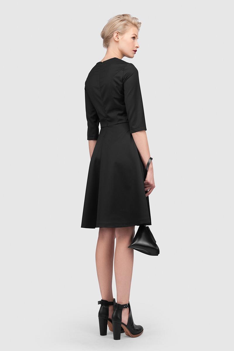 ПлатьеПлатье, прилегающего силуэта с юбкой покроя полусолнце&#13;<br>&#13;<br>&#13;<br>рукав 3/4&#13;<br>&#13;<br>длина юбки (от талии до низа изделия): 60 см&#13;<br>&#13;<br>потайная молния на спинке&#13;<br>&#13;<br>удобные карманы&#13;<br>&#13;<br>классический крой, точное соответствие размеру ГОСТа РФ&#13;<br>&#13;<br>ручная стирка или химчистка&#13;<br>&#13;<br>модель платья имеет три ростовки: 158 - 164 см, 164 - 170 см, 170-176 см<br><br>Цвет: Черный<br>Размер: XS, S, M, L