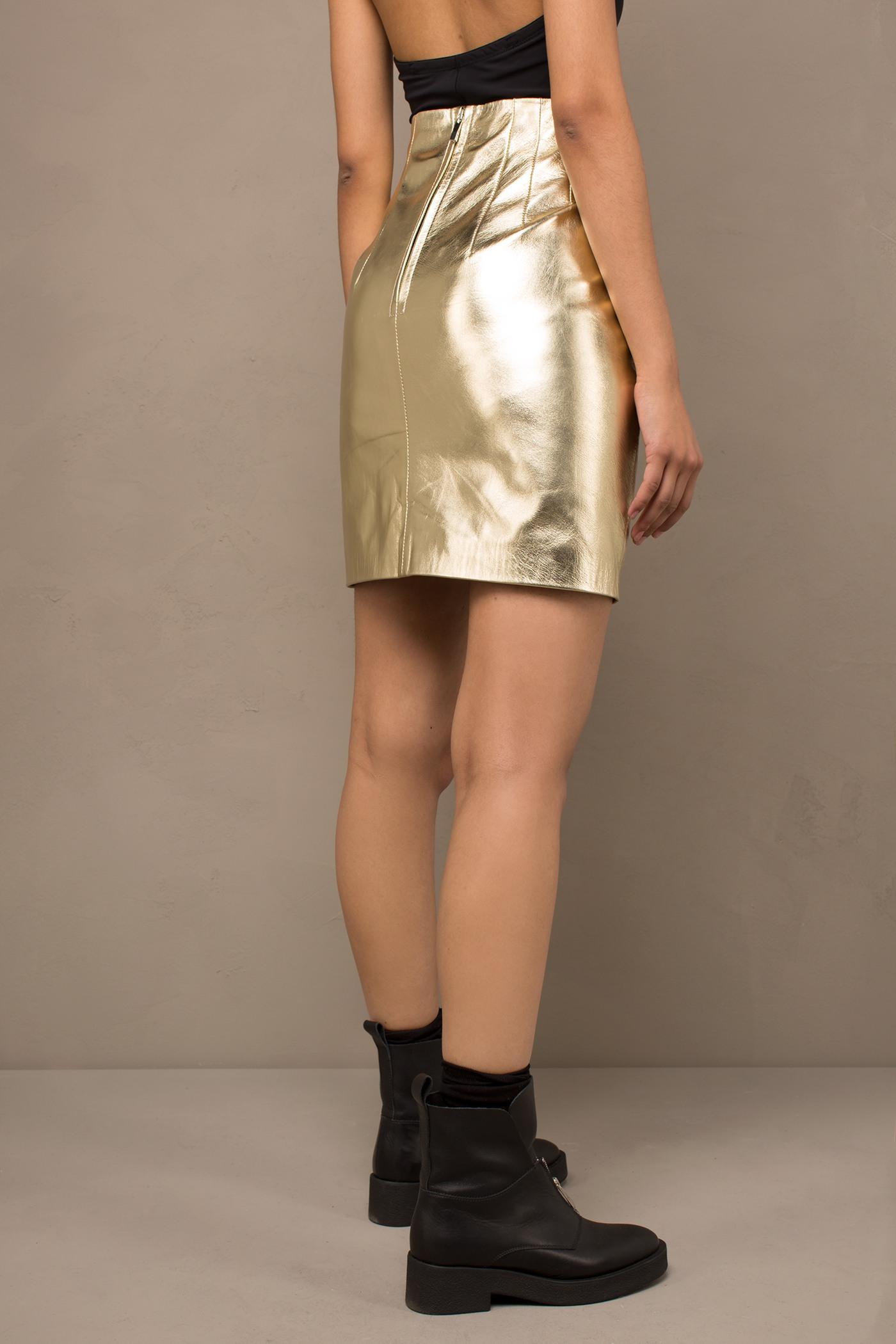 ЮбкаКожаная юбка&#13;<br>&#13;<br>&#13;<br>завышенная талия&#13;<br>&#13;<br>застегивается сзади на молнию&#13;<br>&#13;<br>кожа с эффектом золота.<br><br>Цвет: Золото , Серебро<br>Размер: S, M, L, XS
